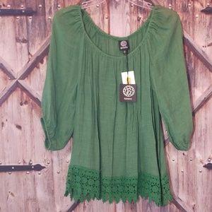 NWT Bobeau Green Gauze shirt with trim Large